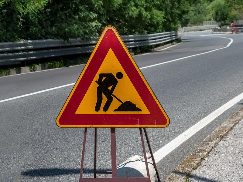 Panneaux de signalisation de travaux.