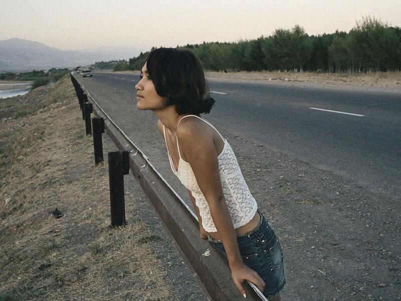 """Photographie de Claudine Doruy - Série """" Loulan Beauty"""" - Lola #1, environs de Tachkent, Ouzbekistan 2002"""
